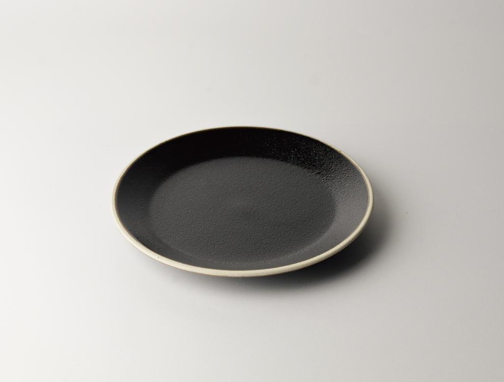 益子伝統釉_ゆず肌黒釉 5.5寸平皿 イメージ