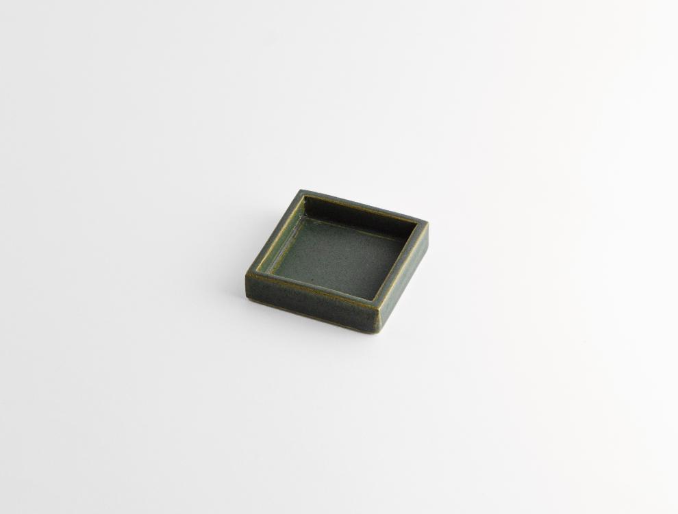 HAKO_濃緑 角皿 S イメージ