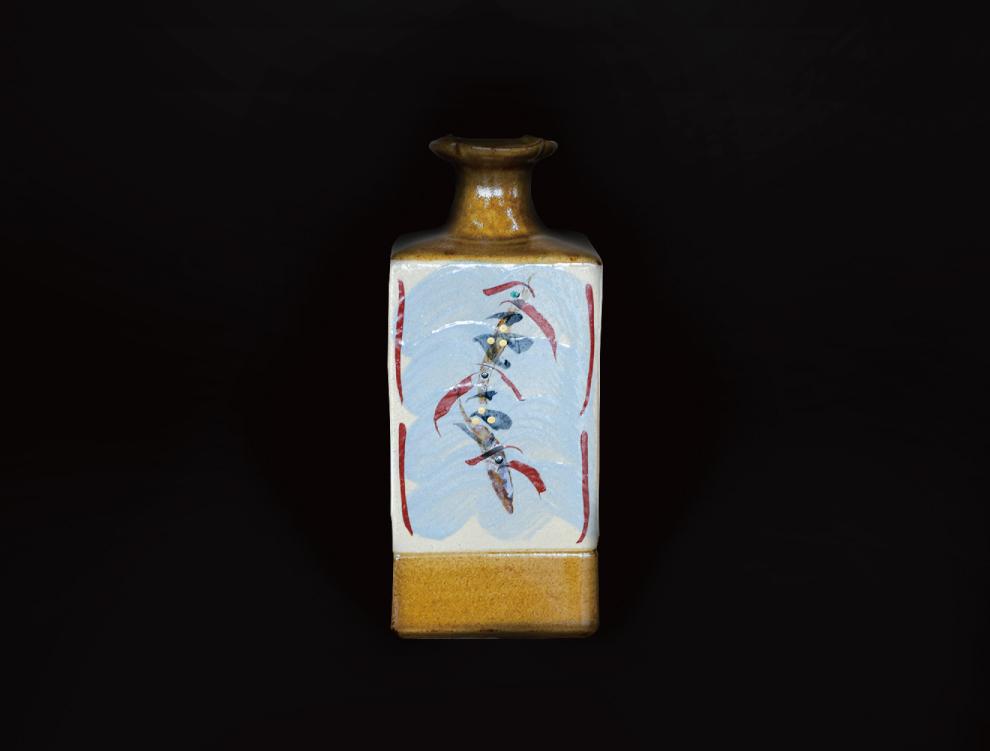 飴釉花紋角瓶のイメージ