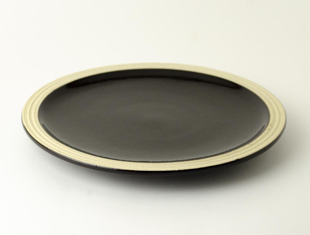 益子伝統釉_黒釉 パン皿のイメージ