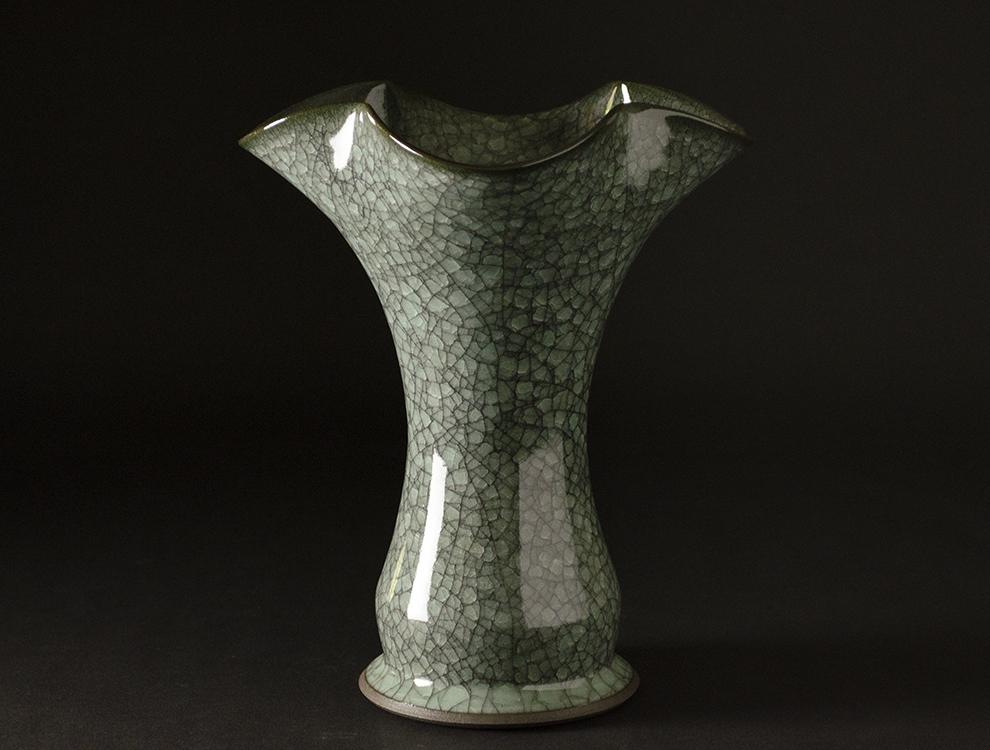 青瓷黒晶輪花花生のイメージ