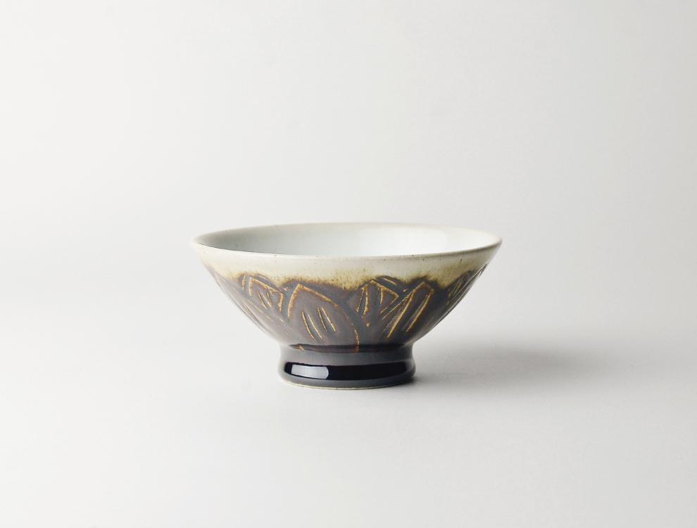 U TOCHIGI DESIGN_飴釉彫蓮紋 飯碗 イメージ