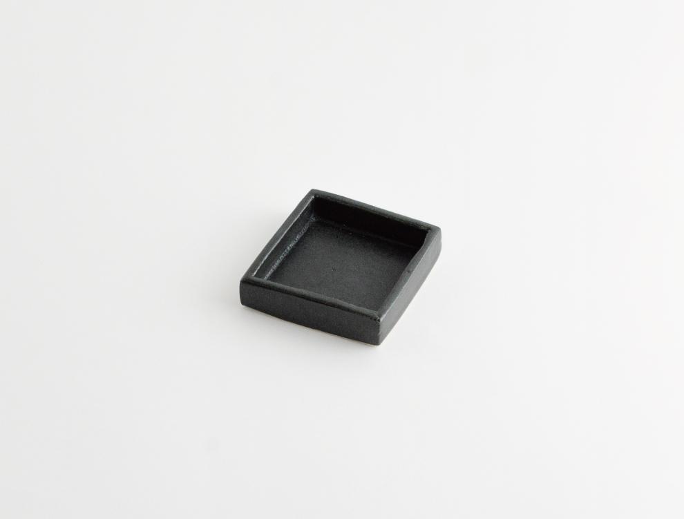 HAKO_墨黒 角皿 S のイメージ