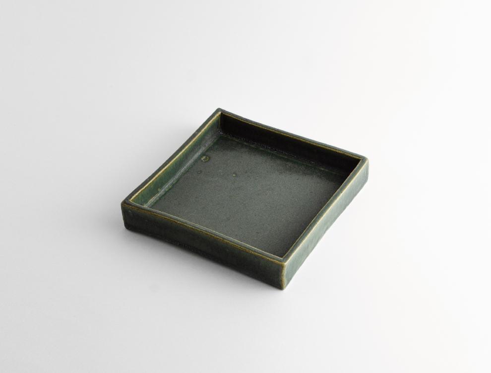 HAKO_濃緑 角皿 M イメージ