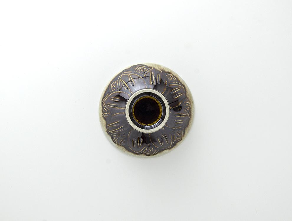 U TOCHIGI DESIGN_飴釉彫蓮紋 飯碗のイメージ