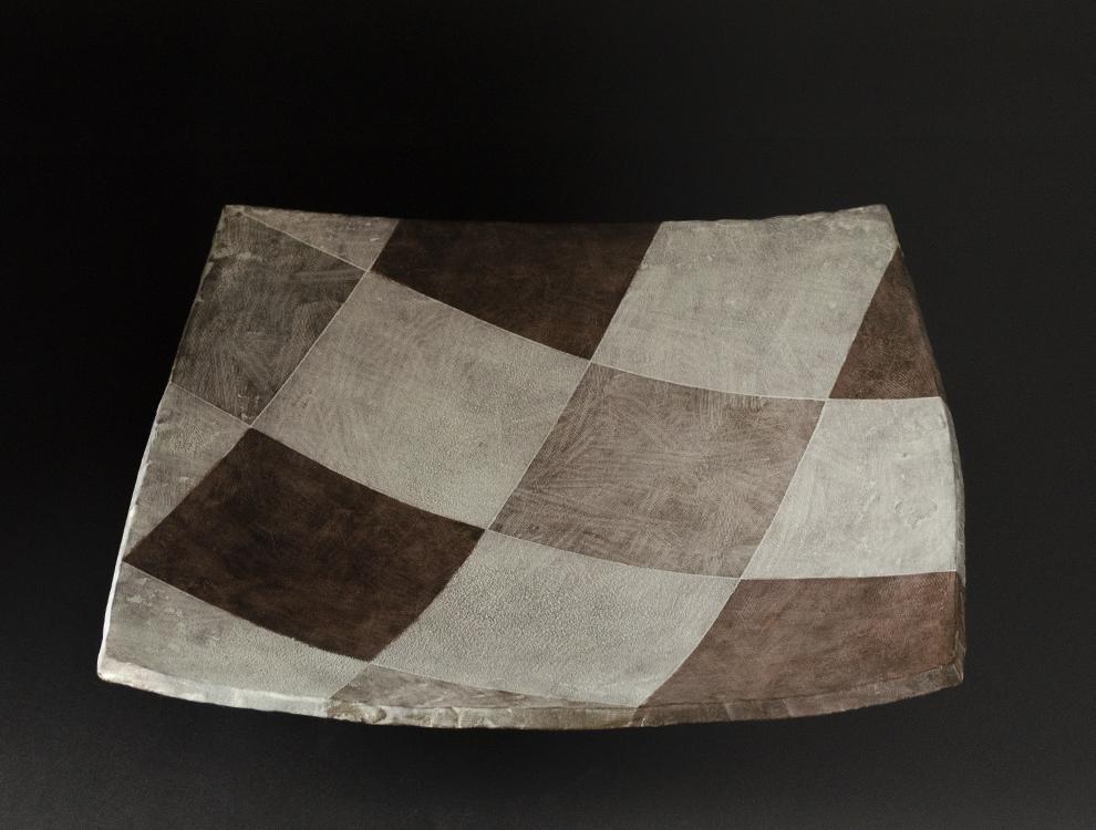 宮澤章_積化幾何学文角鉢のイメージ